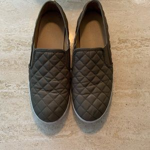 Army Green Flat Sneaker | Size 9
